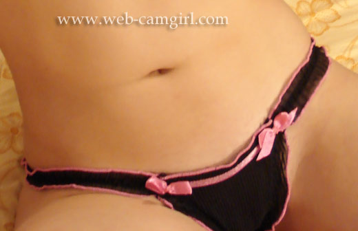 female selling used black gstring